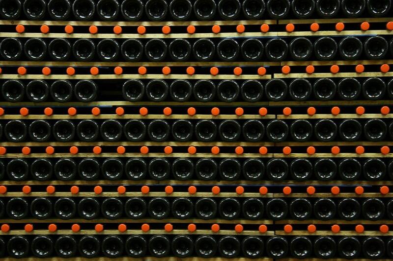 Bottiglie di vino nella cantina